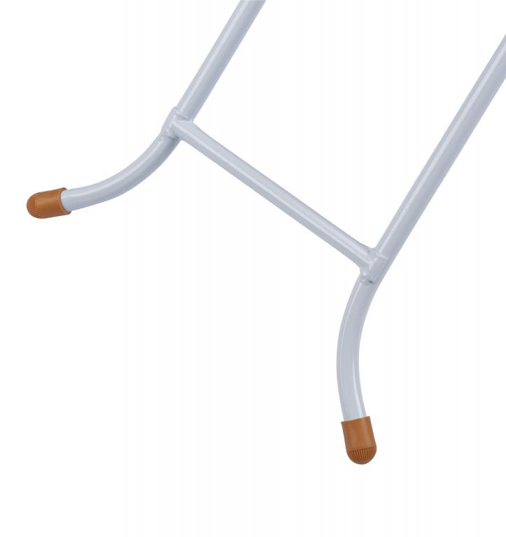 Pernas mais abertas dão uma maior estabilidade e firmeza para a mesa